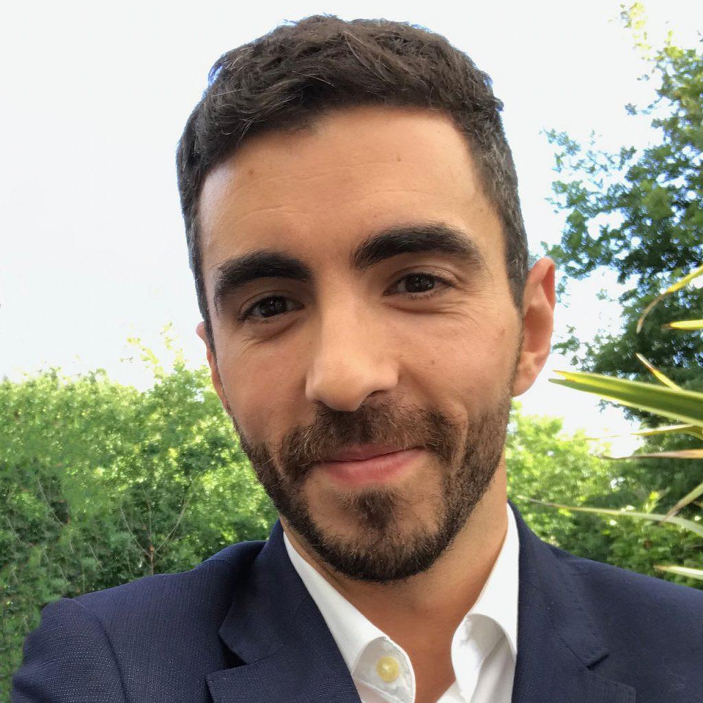 Dr. Mario Santos