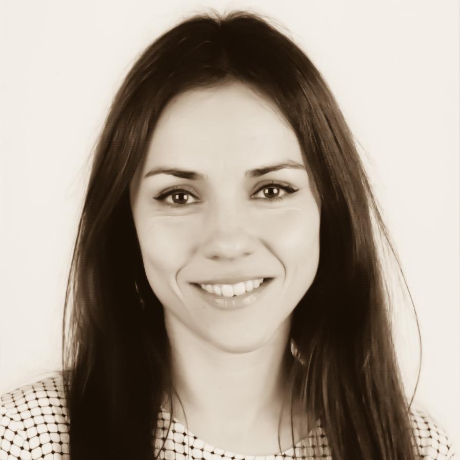 Dr.ª Adriana Dias